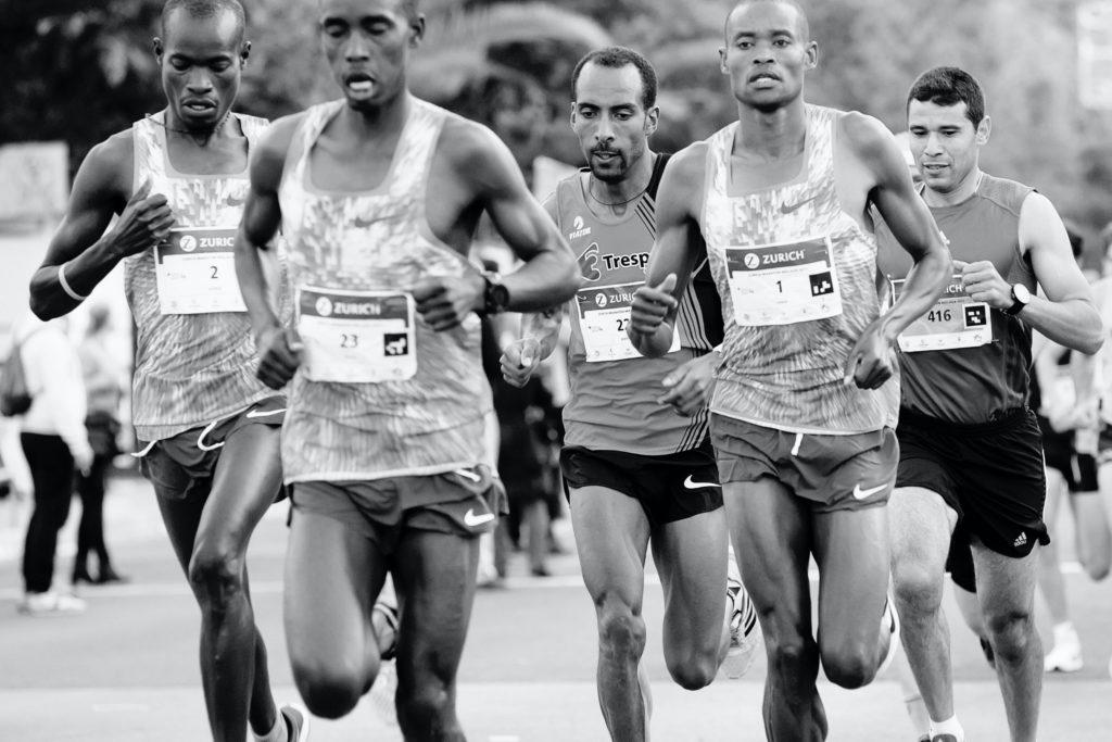 Men running with good biomechanics